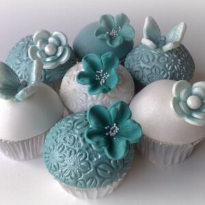 Cupcakes cu fluturi si floricele-0